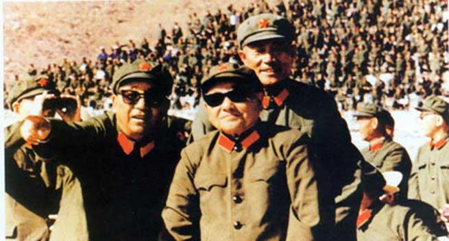 中国の軍事パレード、個人的に好みなのは、1981年9月の華北大演習(802軍事演習)として張家口空軍基地(現在の張家口寧遠機場)で行われたやつ。鄧小平の貫録やべえ。 #抗日式典 http://t.co/NCnJvrttI8