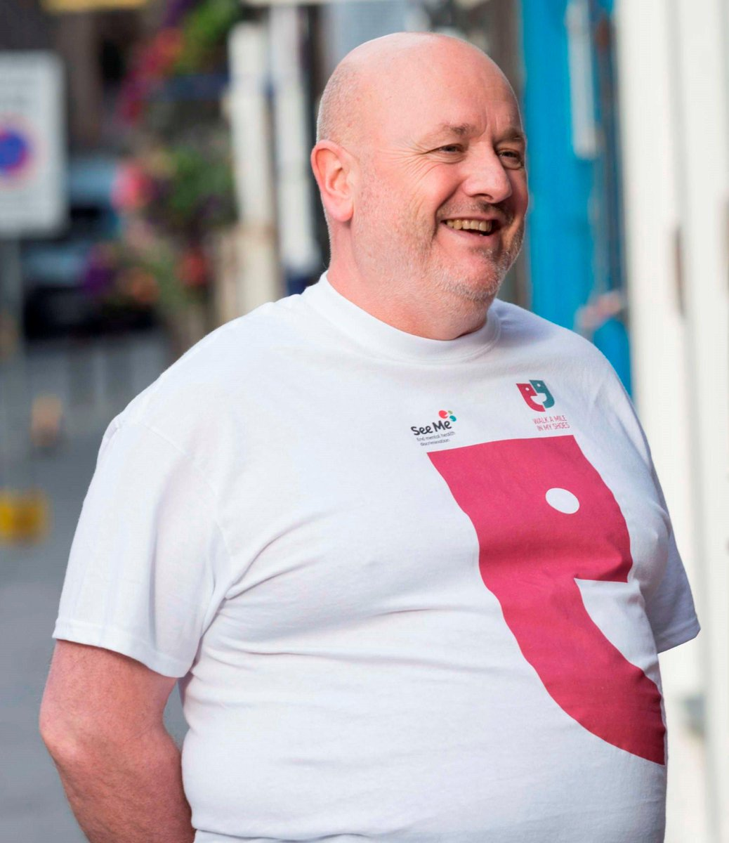 Look out for this man on the Royal Mile tonight...& another 500 people behind him. Join us 6.30 #letswalkamile http://t.co/Efo6ViqEgU