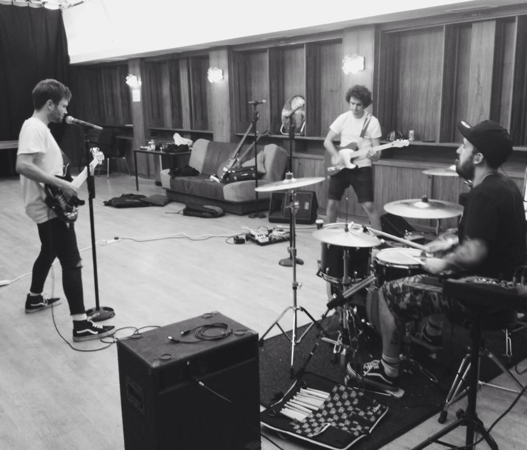 band practice ft @AshleyNHorne @stefanabingdon @druwakely http://t.co/9QVjkf6IkR