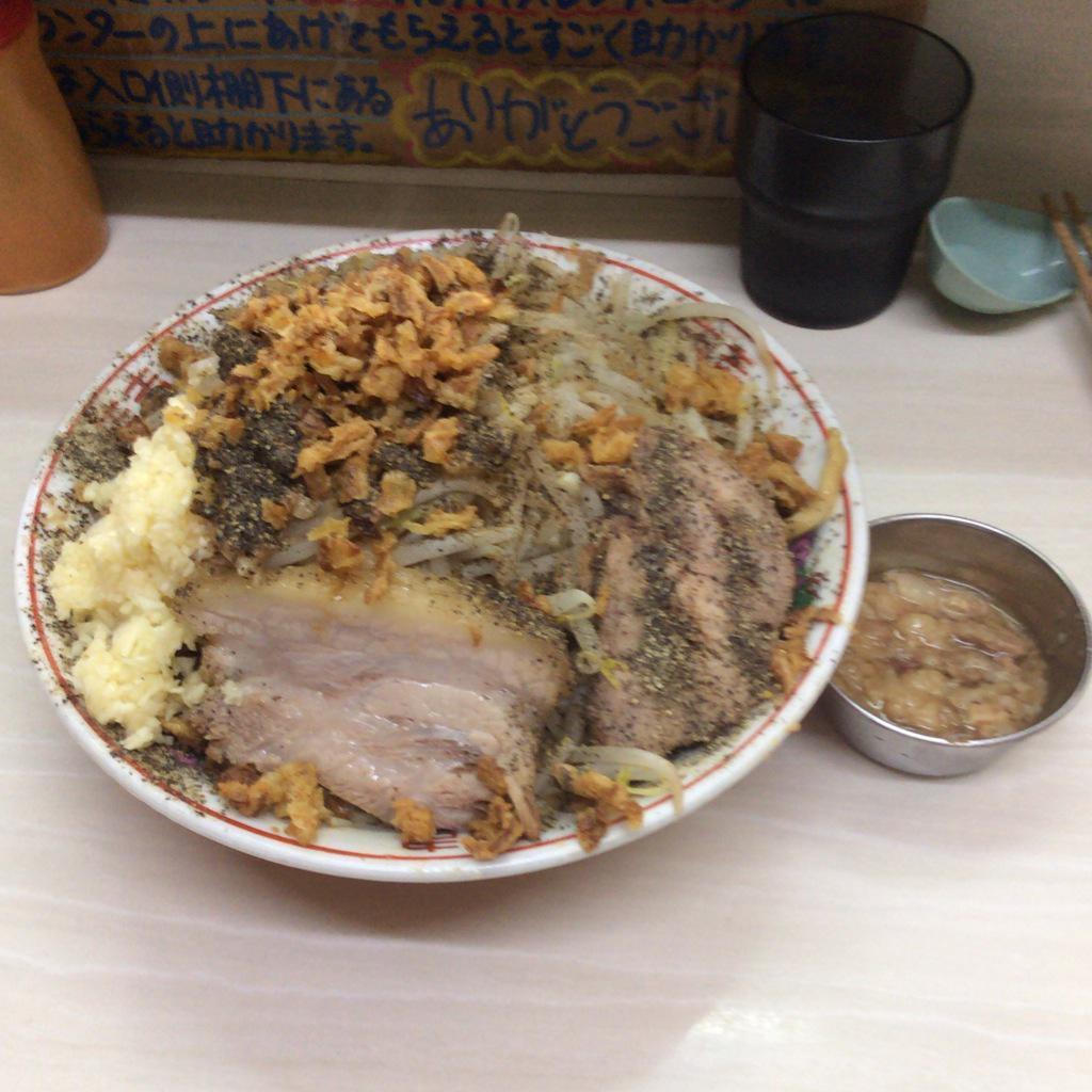 【悲報】二郎系ラーメン、もはや食い物としてのアイデンティティを失う