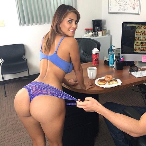 MICHELLE: Latina milf ass