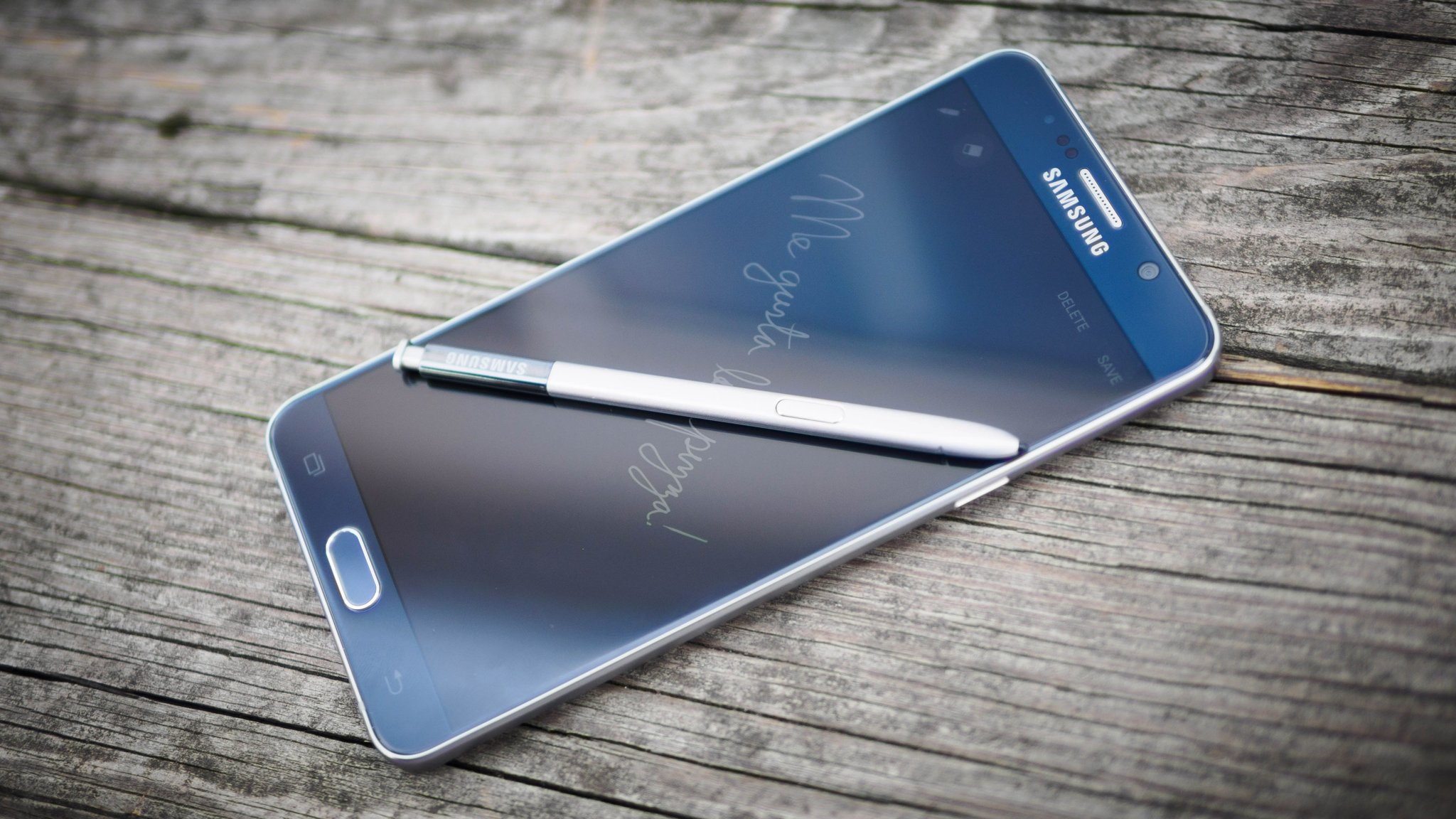 RT @TheNextWeb: Samsung Galaxy Note 5 Review: Fashion, function and a battery that actually lasts http://t.co/Q84L2GdOcN http://t.co/Q2gqR6…