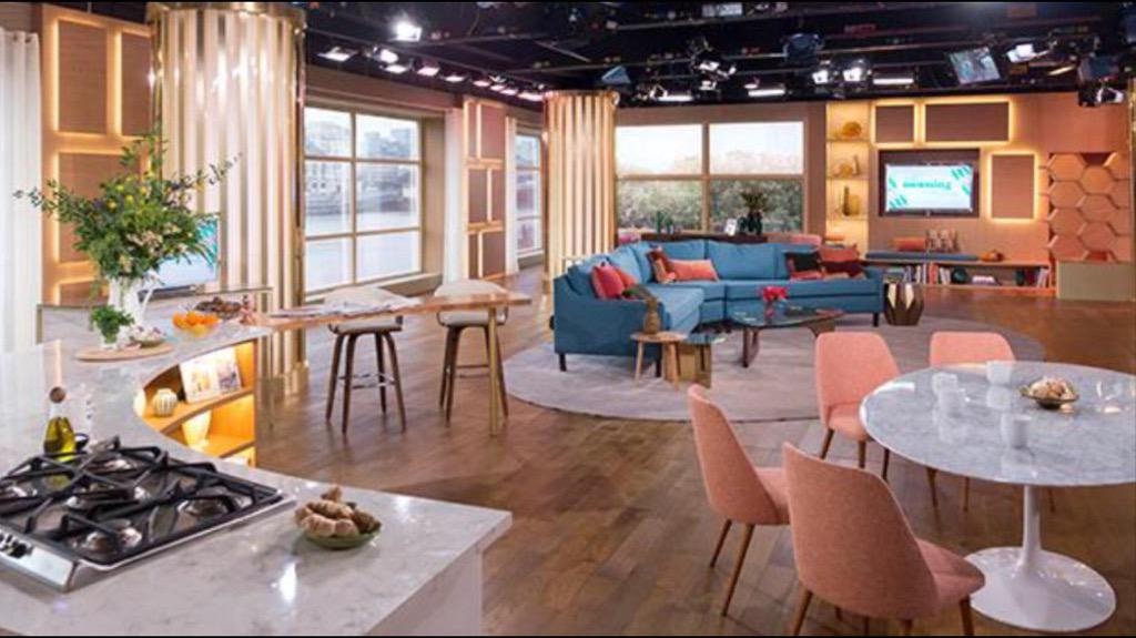 Home! What a great day. LOVED having @hollywills back to play on @itvthismorning and LOVED our new set 😊 http://t.co/IJQltyaqWr