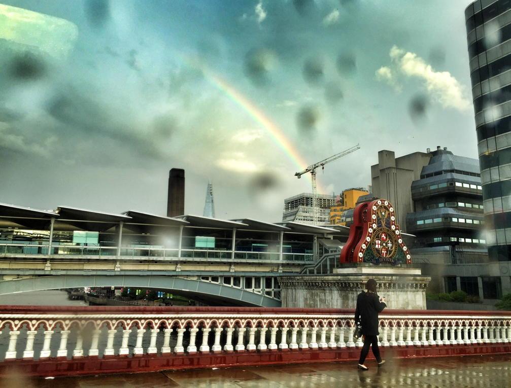 Rainbow alert, Blackfriars Bridge. http://t.co/I10BKLfrVI