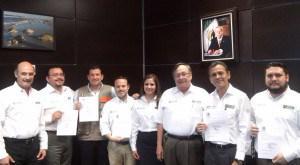 Entregan nombramientos de #ITAVU a delegados  #Tamaulipas #FelizMartes http://t.co/sgaN40QBgQ http://t.co/AW1C2e2FyB
