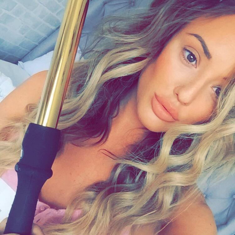 """Every asking how I did my curls used @bombayhair gold styling wand...💆 follow the and get 40% off! Use code """"CHAR"""" http://t.co/iaW8bQ5BgP"""