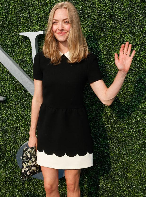 Amanda Seyfried hits up the USTA Opening Night Gala wearing a sweet RED Valentino frock http://t.co/exKxJ00EPk http://t.co/aSBF5vUxoq