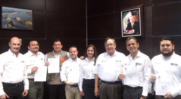Secretario de @SEDUMATamps, entrega nombramientos a delgados de @ItavuTamaulipas  @MontielSaeb http://t.co/QSVZUqOP4S