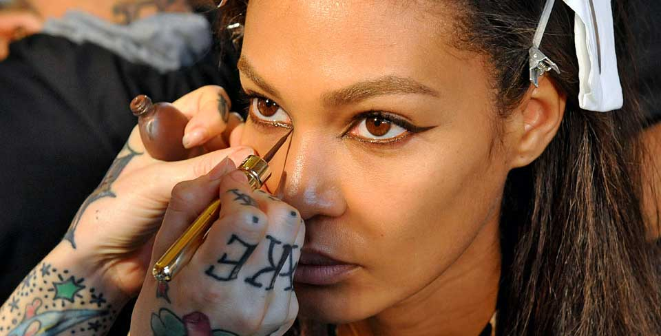 This eyeliner trick will change your eye shape: http://t.co/MeoNk2mGnx http://t.co/Q3RbXA2n4T
