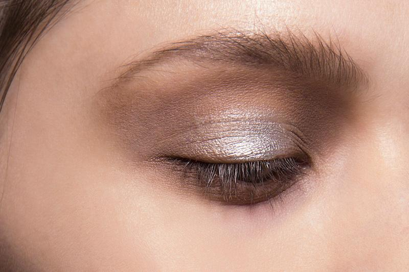 Yes, you can pull off metallic eye shadow. http://t.co/Py9x8Sbh8C http://t.co/luTMRTcL7z