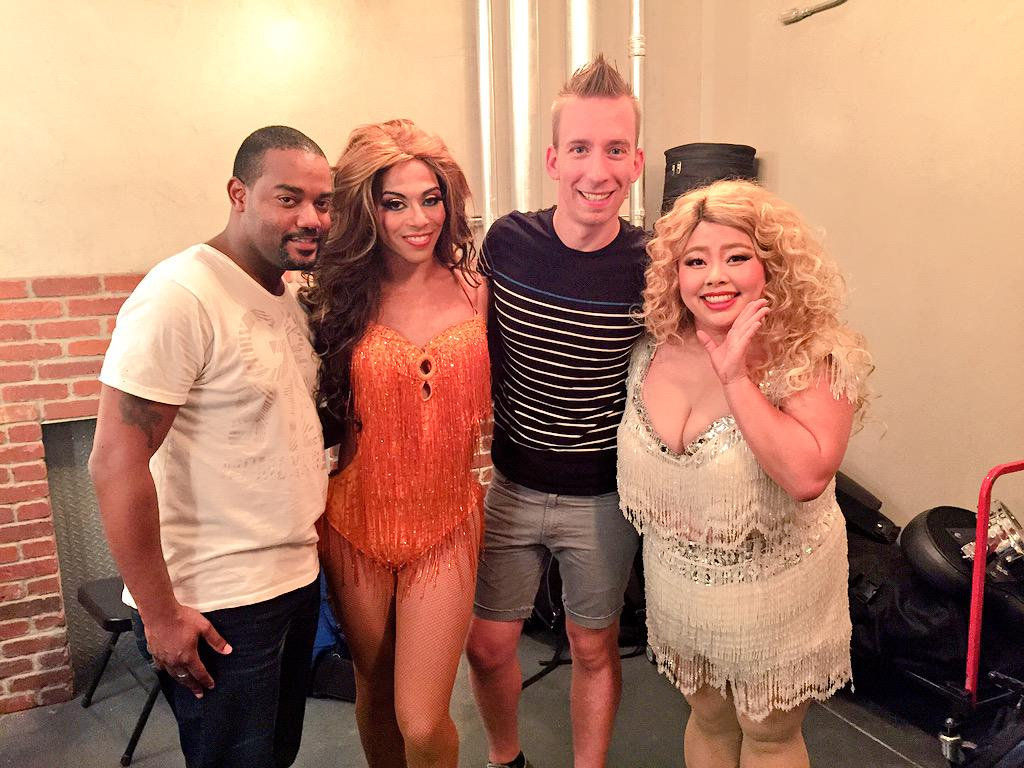 So good seeing my girl @itsSHANGELA last night. Slaying the stage with @watanabe_naomi in #Vegas. http://t.co/QrvQlYUee8