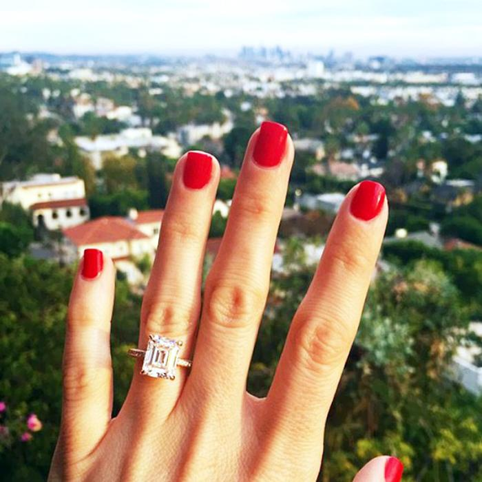 The international engagement ring customs you haven't heard of yet: http://t.co/YxYwIWjo8U http://t.co/Fq7cUwNBXL