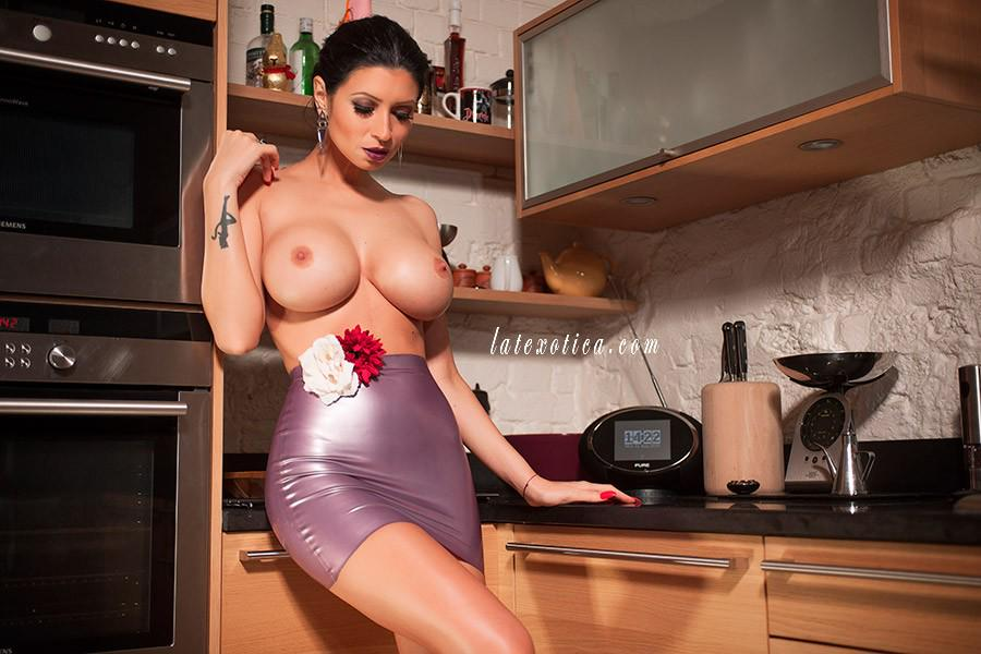 Lilly Roma  - Check out th twitter @Lillyroma1