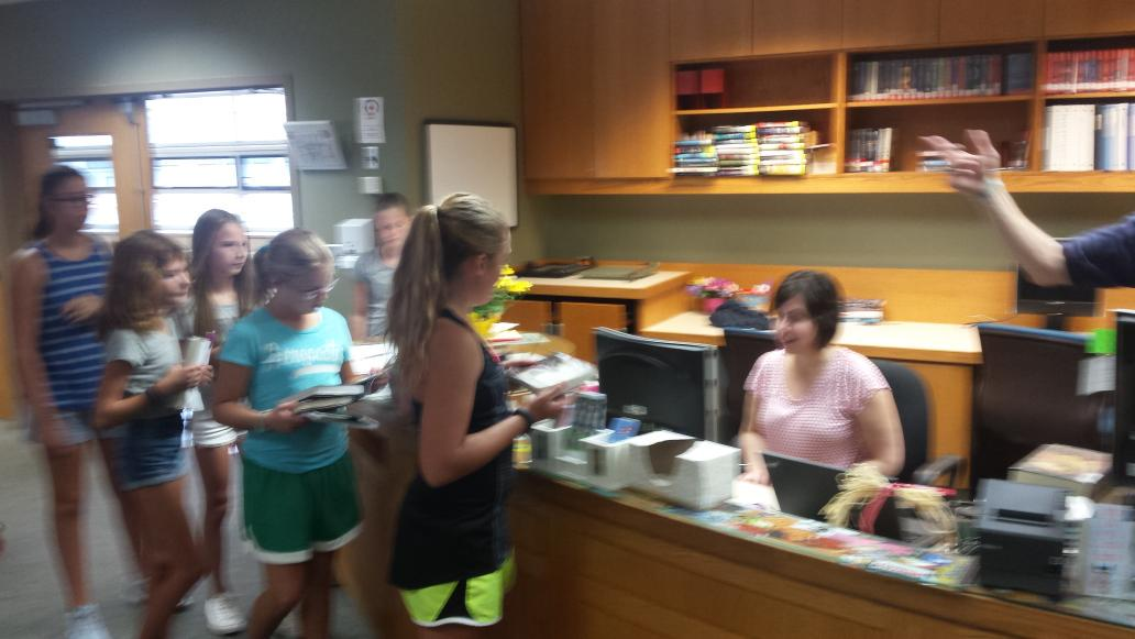 Excited 6th graders checking out their first books of the year from @lindagmork #SVStory http://t.co/kEB8WVVoI1