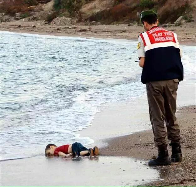 Rebel Chinese artist Ai Weiwei poses as drowned Syrian refugee boy for Indian magazine