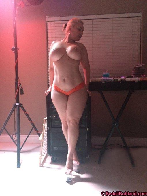 Last Night Havin' a Drink, You like it Guys? RT #PAWG #Porn #MILF #Slut #HugeTits #BigBoobs #Thickness