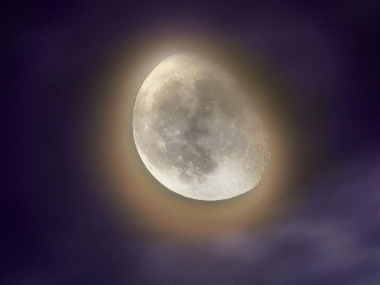 長雨の晴れ間のおぼろ月