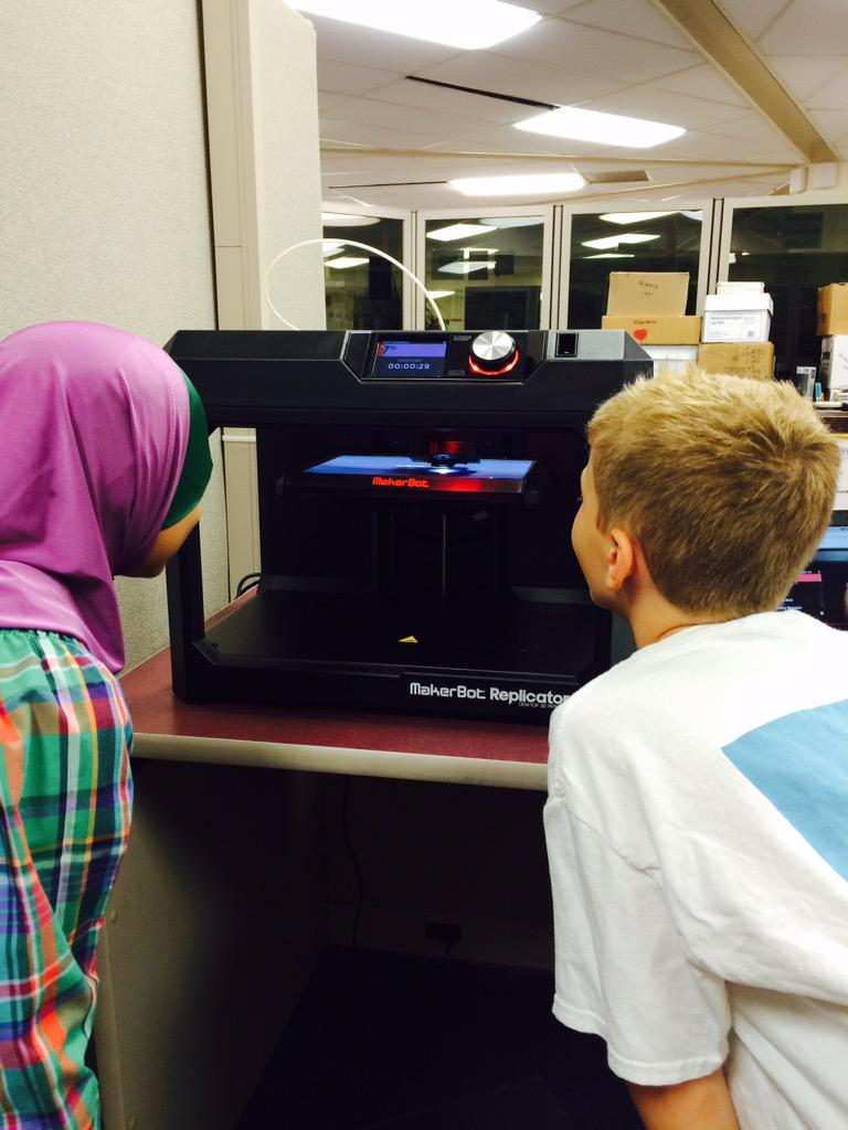 Making our first test print! #wdsd7   #makerspace http://t.co/47gf4sEJpP