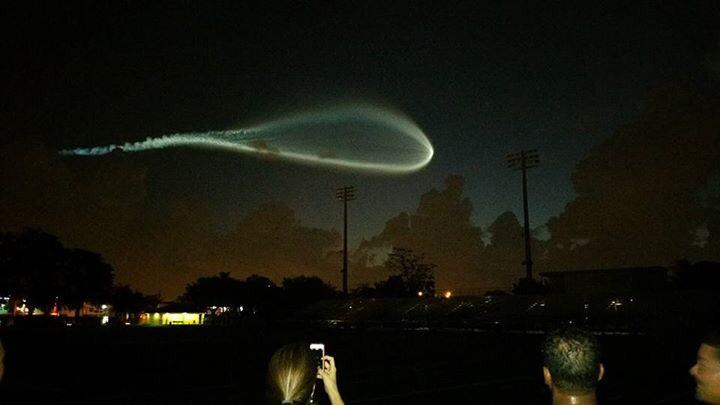 Video misteriosi: Incredibile luce nel cielo in Florida: UFO? Meteorite? o un razzo Atlas V?