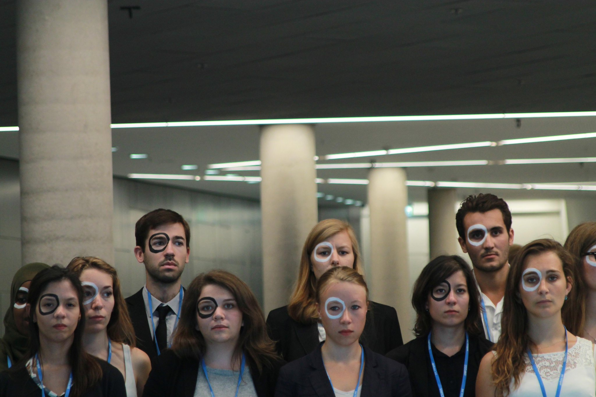 RT @fannycalder: Beautiful protest by youth at Bonn #climate negotiations #ADP2 #ZeroBy2050 #TheFutureIsRising http://t.co/zrnzkF6IOu http:…