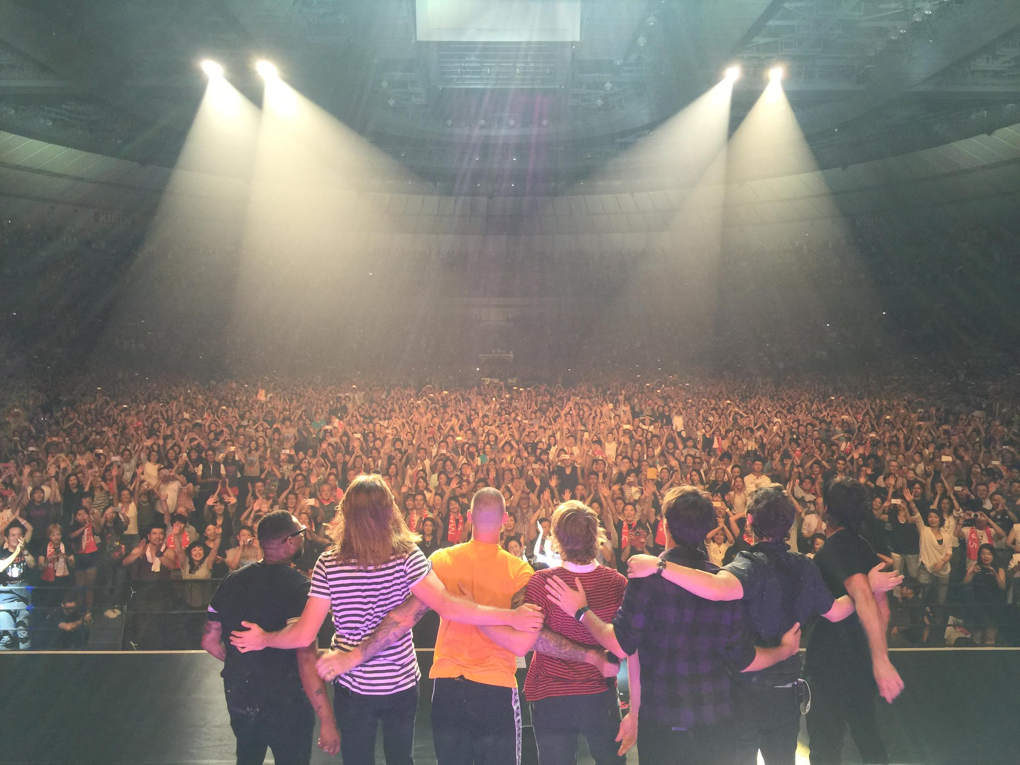 Tokyo...you were incredible! Thank you! #MaroonVTour http://t.co/pDj1bse4kS