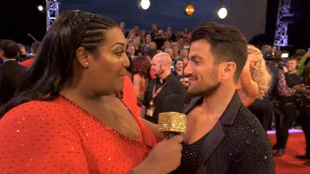 PRESS RED 🔴at 7.30pm to see a Strictly EXCLUSIVE @AlisonHammond2 greets the stars of #Strictly 2015 on the Red Carpet http://t.co/WzBt2mvzUK