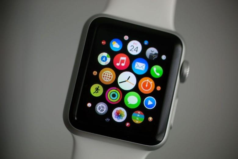 RT @cultofmac: Apple Watch is huge in China with 1 million actual users http://t.co/MfN9GAqKHR http://t.co/KDDjbzEiId