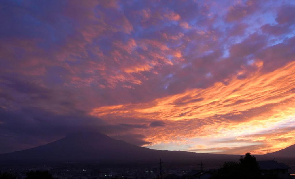 おはようございます!富士宮からの富士山(^o^)/ 久しぶり〜♪#fujisan #富士山 pic.twitter.com/EeW63GK8H8