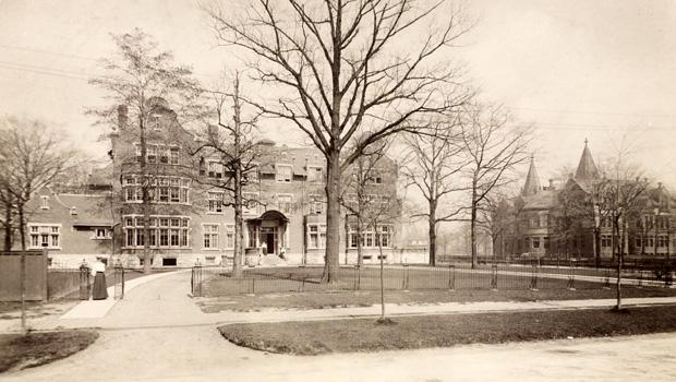 Annesley Hall where i lived. First women's dorm in Canada (1903). Notice driveway for carriages. #survivephd15 http://t.co/whlbWJ8zBR