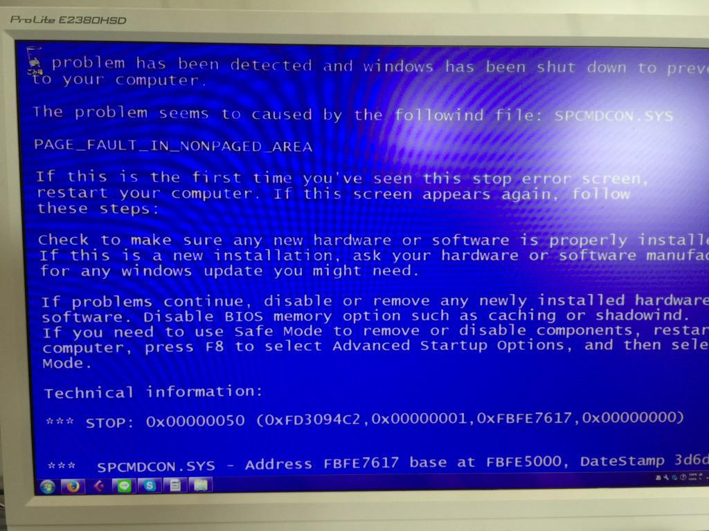姪1号が「趣味の悪いデスクトップにした!」と言うので見に行ったらホントに趣味悪くて困惑。これはコワイってばww http://t.co/lnMy5jTfLr