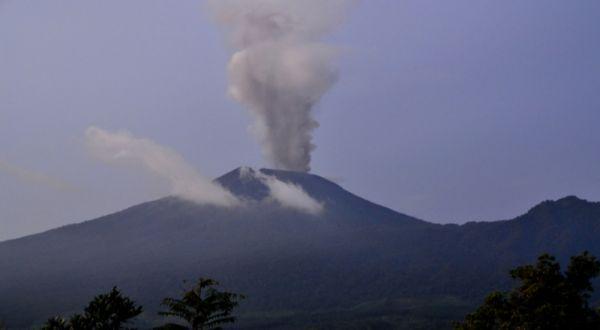 Gunung Slamet Raksasa Yang Sedang Tidur Dan Mitos Ramalan Ki Jayabaya - AnekaNews.net