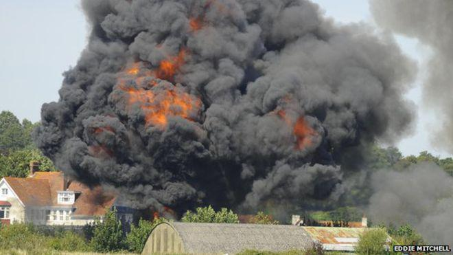 #Shoreham Airshow plane crash latest:  - several casualties - plane hit cars - A27 closed  http://t.co/NMDhOTS3Ts http://t.co/LHg4eg3EuJ