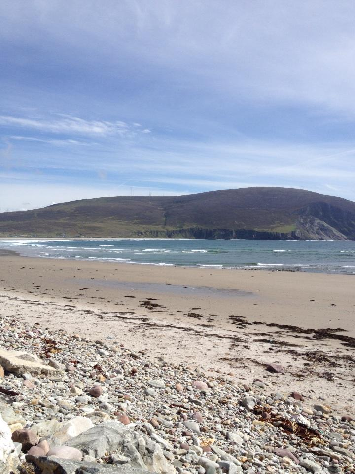 Sunny day on achill island and a gorgeous quiet beach #home #achill #mayo #ireland http://t.co/ImTDufmsqn