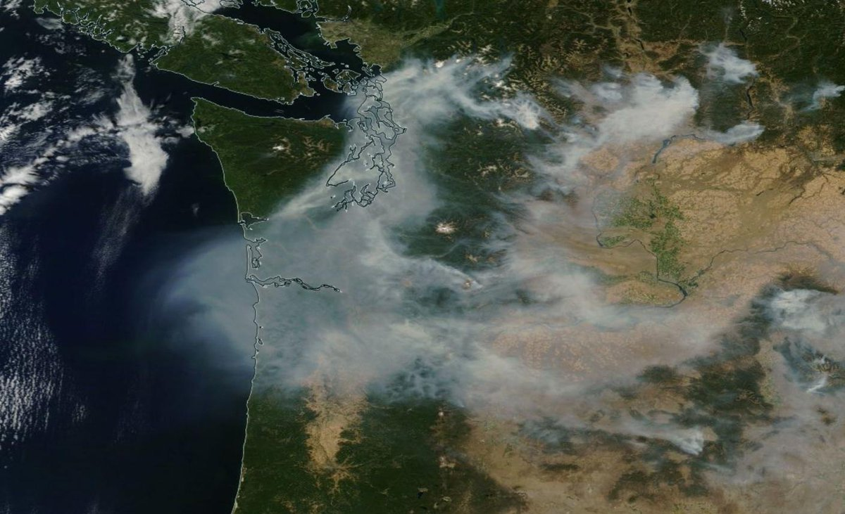 Here's latest satellite showing the wildfire smoke, courtesy @NASA . Amazing... http://t.co/YRLvW1Axeq