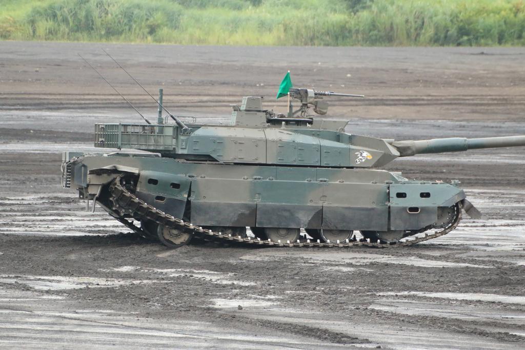 【悲報】10式戦車、普通に走ってるだけで履帯が外れて緊急停止 ゴミ戦車だろこれ・・・・