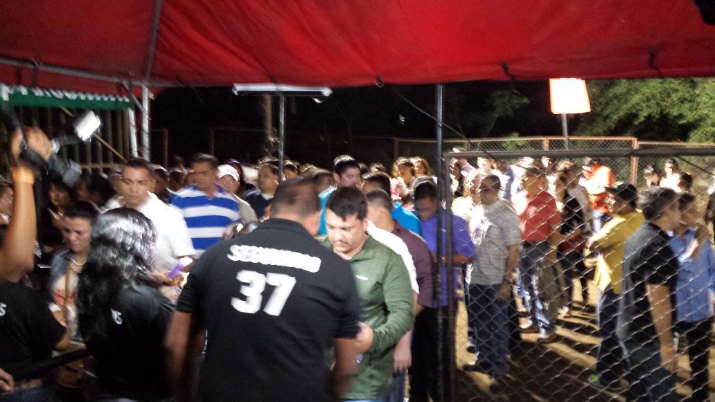 Empiezan a llegar los asistentes a #PrimeraFilaNi http://t.co/wYjLklTuRh