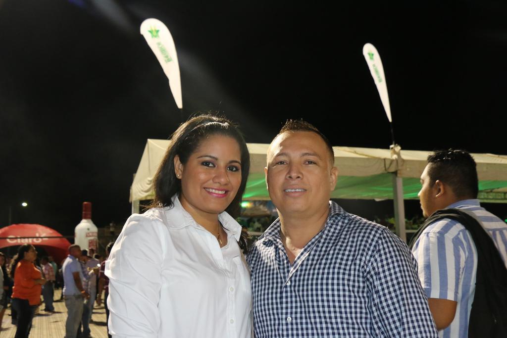 Nuestros ganadores de pases VIP ya están listos para disfrutar de #PrimeraFilaNi http://t.co/y8yKHHm9Ea