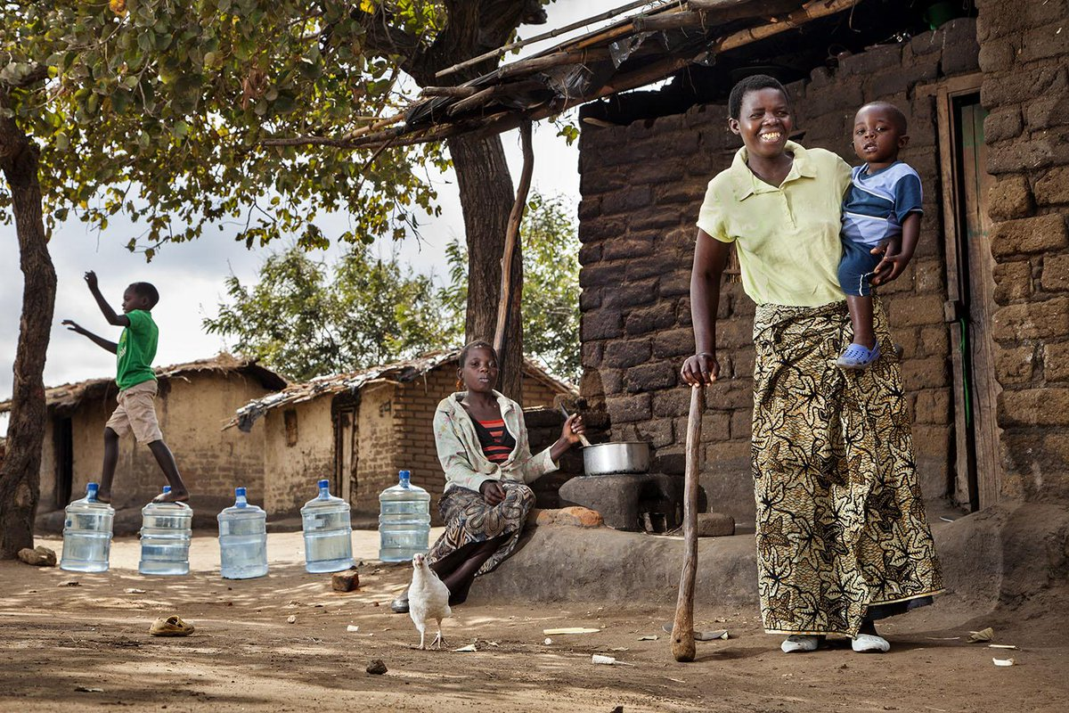 How access to clean water differs for families across the world http://t.co/KIuASoXUHV #WWWeek http://t.co/miJDrSRQxQ