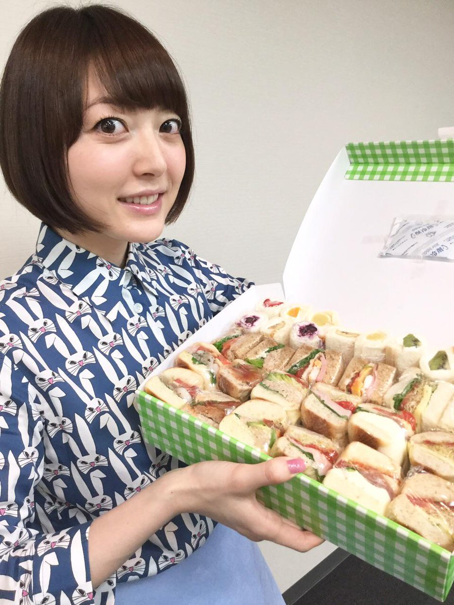 これから、かながたりお渡し会!!来られる人も来られない人も、パンまみれの幸せをお裾分けだよー\(☆o☆)/花 #hanazawa pic.twitter.com/80l2TFdniJ