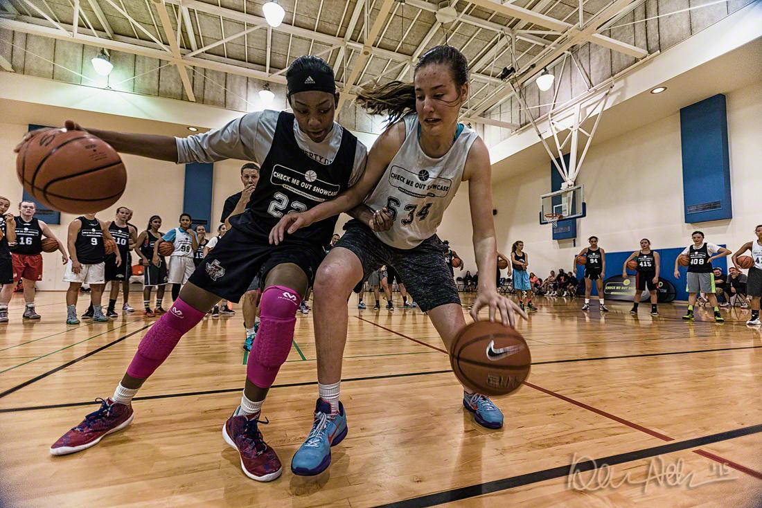 Tall Texans Nalyssa Smith and Sedona Prince drill at Check Me Out Showcase by @CHansenBB in Seattle. http://t.co/mSDERvIetD