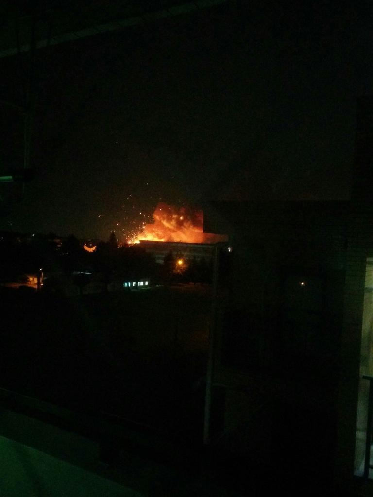 米軍基地のとこめっちゃ爆発してんだけど!!! http://t.co/zs7wnLSPVZ