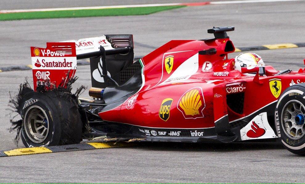 Esplode una gomma alla Ferrari di Vettel nell'ultimo giro del Gran Premio del Belgio