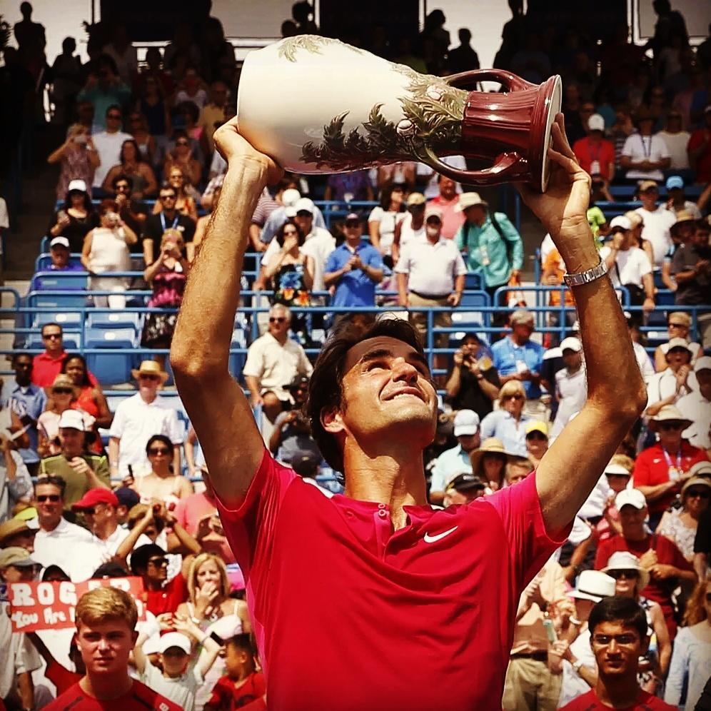 Dopo le vittorie ottenute nel 2005, 2007, 2009, 2010, 2012 e 2014, Roger Federer torna nuovamente a vincere il suo settimo titolo in questo torneo.