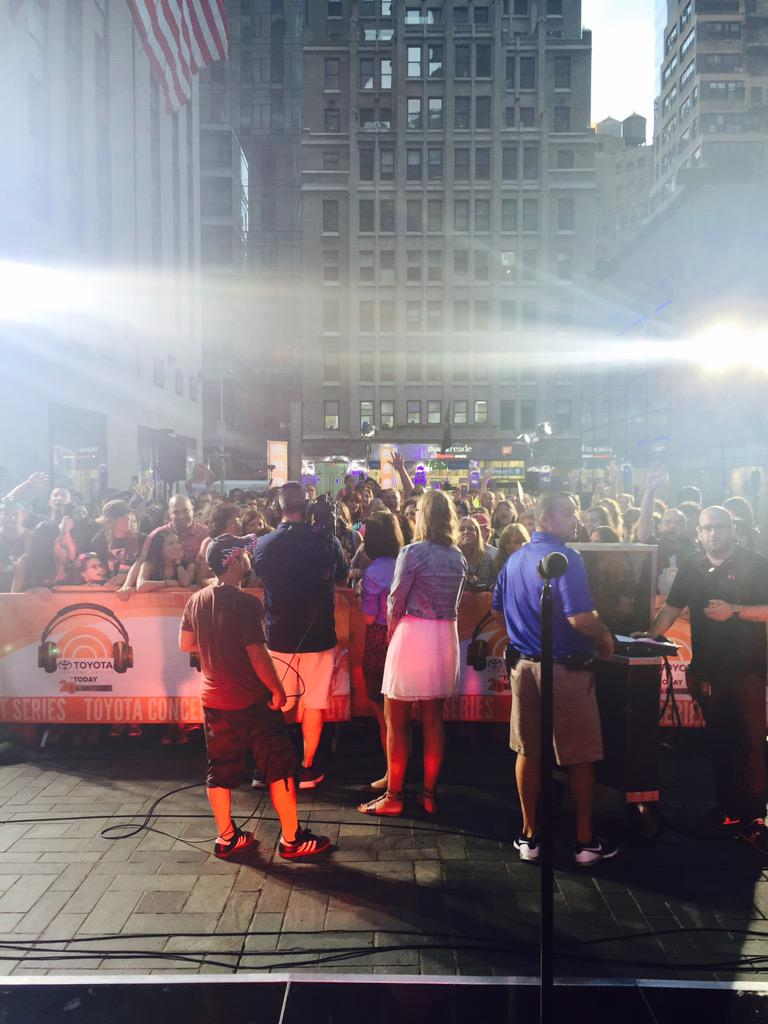 Rob Thomas makes smooth return with hot tunes on TODAY plaza