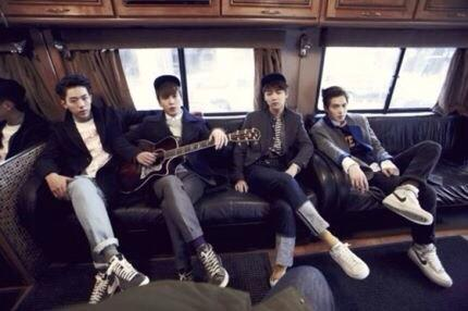 CNBLUE will make comeback on Sept w/ #JungYongHwa 's self composed song http://t.co/Z36iC1rg9e #정용화 http://t.co/R0RiTUSFGn