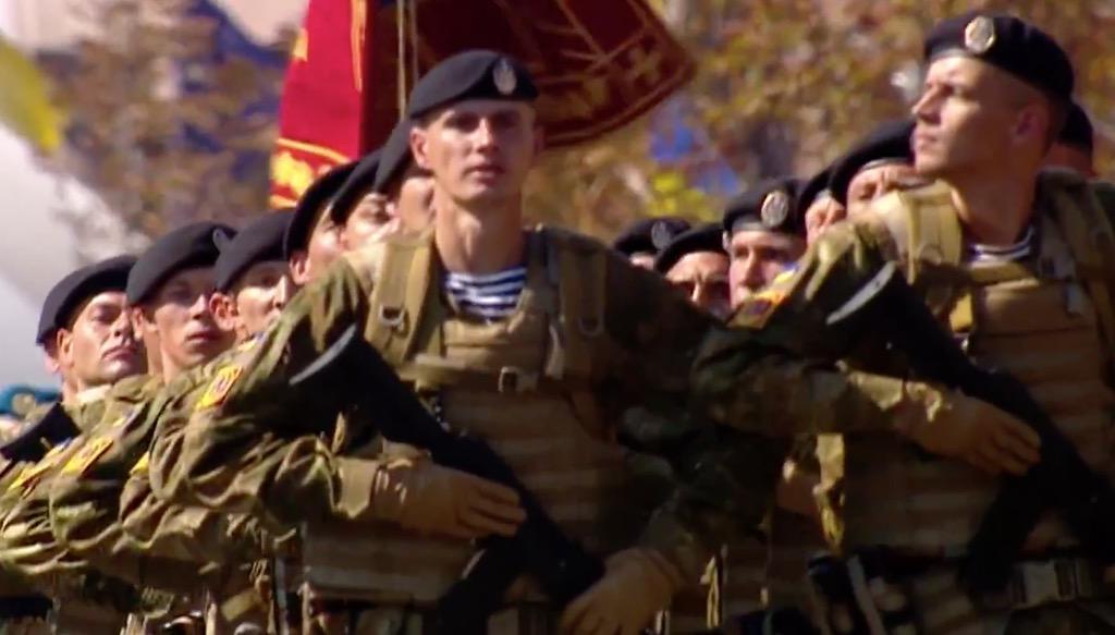 Морская пехота ВМС Украины на Майдане в марше независимости http://t.co/E435DzcGRO