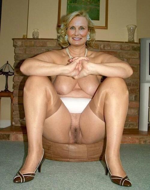 Homemade mature granny nude alone!