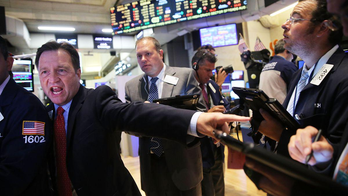 You know the stock market is in trouble when Tim Cook is emailing Jim Cramer http://t.co/UAFsR1mSPP http://t.co/RyhdIz9rPQ