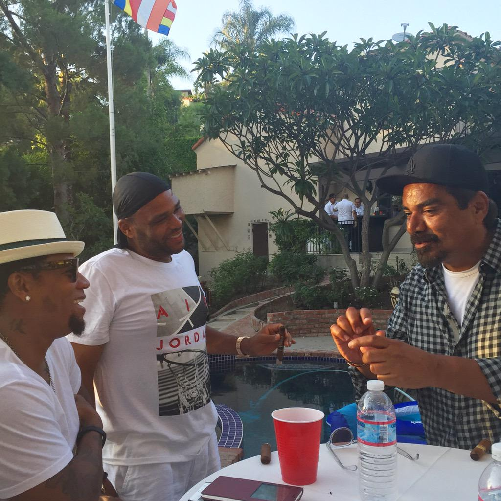 This convo went to a whole 'nother level! #ribs #golf #LopezCrib @realdlhughley @anthonyanderson @georgelopez http://t.co/ROqHkKWSVv