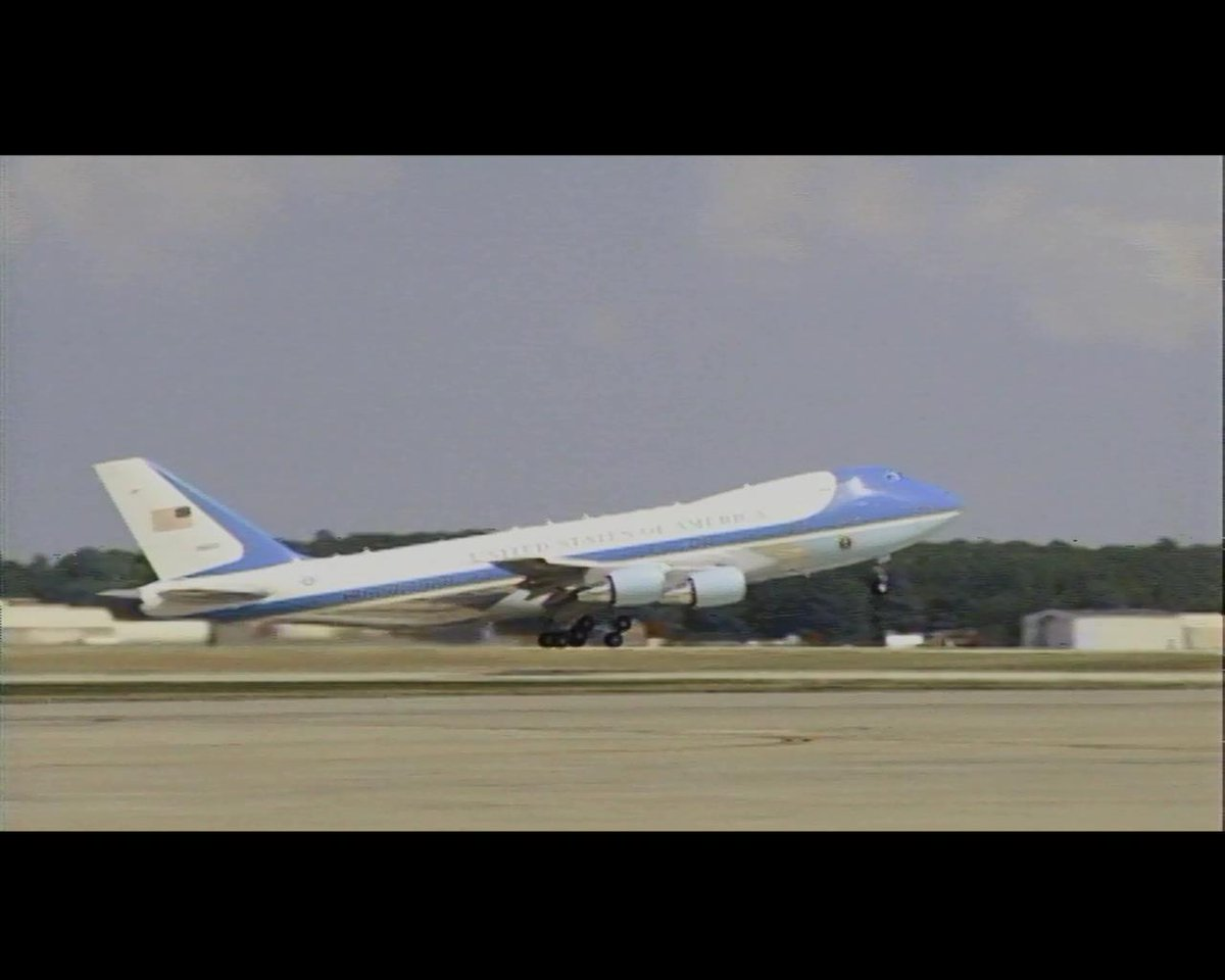 Air Force One wheels up to Las Vegas. Will consume estimated 21,000 gals of jet fuel for trip to clean energy conf. http://t.co/HocjlD13DW